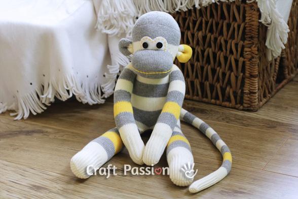 Из чего и как можно сделать обезьянку своими руками
