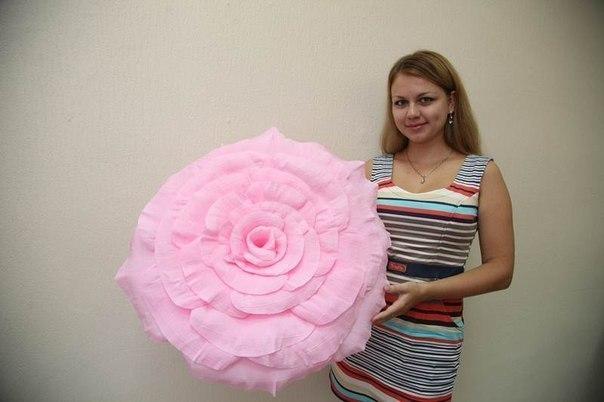 Как сделать цветок из гофрированной бумаги большой