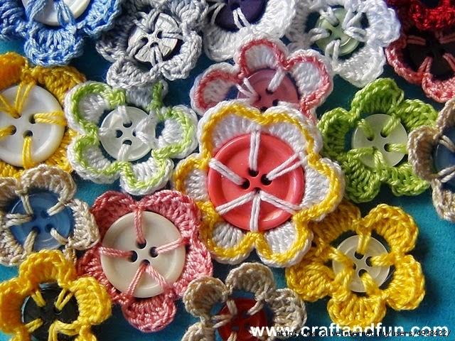 цветы из пуговиц крючком