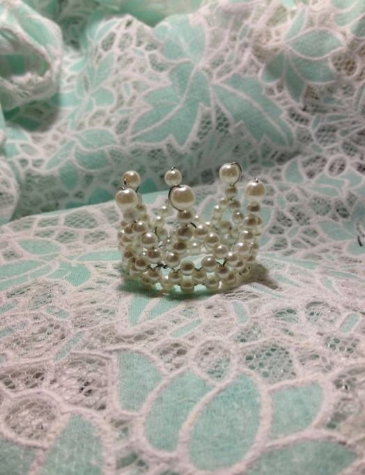 Маленькая корона из бисера своими руками