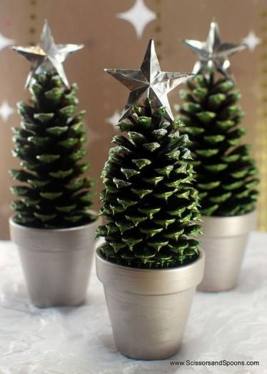 Новогодние поделки на елку из шишек своими